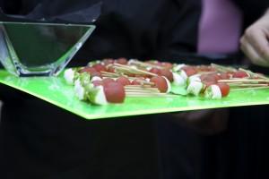 Brocheta de tomate cherry, mozzarella y albahaca