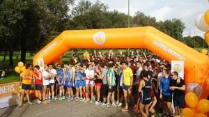 Los Beer Runners reunidos en el punto de salida preparados para empezar la carrera en Sevilla