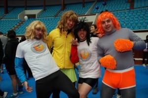Beer Runners con pelucas de mujer