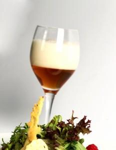 Ensalada y cerveza