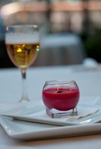 Lager Piseln y gazpacho de remolacha con boquerones